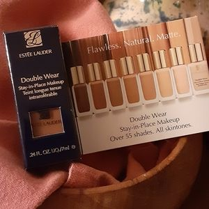 2 Estee Lauder Double Wear Stay in Place Makeup